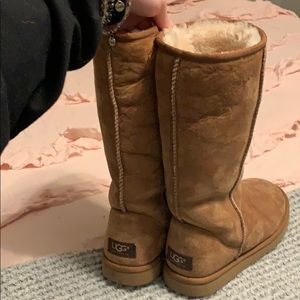 Woman's 7 UGG boots